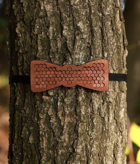 Apis - Drevený motýlik