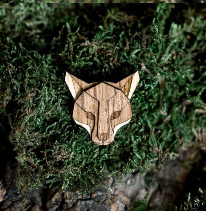Líška - drevená brošňa