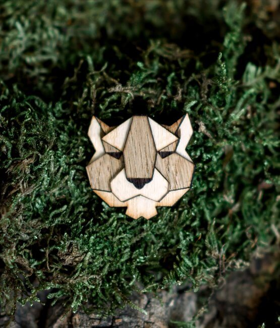 Puma - drevená brošňa